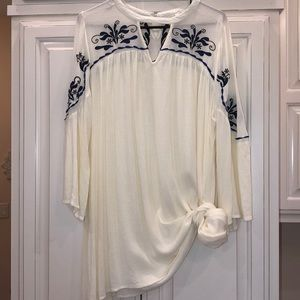 Umgee embroidered keyhole neck tunic top L